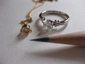 ダイヤモンドとえんぴつの芯