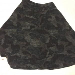 迷彩柄のスカート